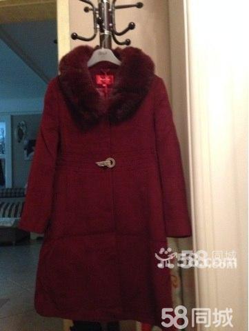 服装店处理羊绒大衣棉服