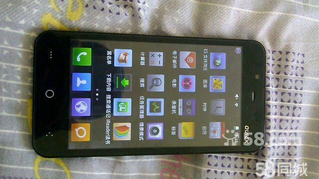 这个手机我在一个星期前刚买的花了1000元,现在有了新手机用不上了,打算出售,手机4核1.2hz 像素前130万,后500万像素,五寸大屏,内有两块1650mAh电池,一个耳机,一个皮套和一个外壳还有充电器。双卡双待,不支持电信手机卡