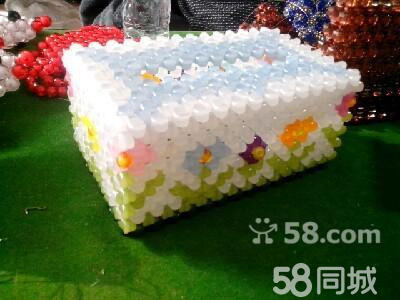 出售各种手工串珠纸巾盒
