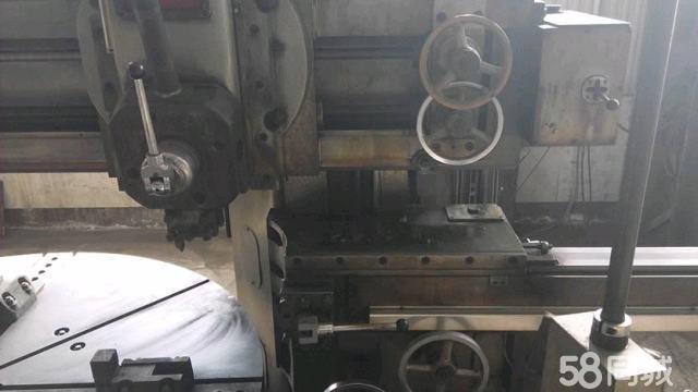 单柱移动工作台立式车床