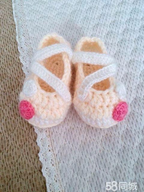纯手工婴幼儿宝宝针织鞋子衣服