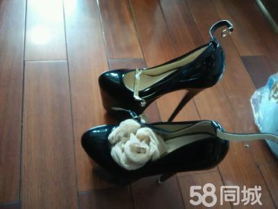 女友的超高跟鞋,送女友丝袜哦