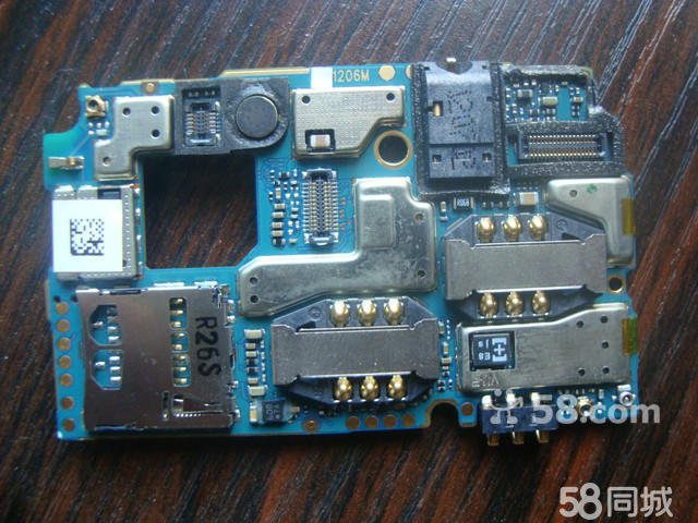 台式电脑的主板上一般有多少个内存条插槽,能同时插两2g内存条吗