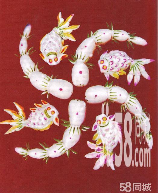 结婚专用面塑,是把凤凰、龙、牡丹、石榴等十分吉祥的图案,通过鲜艳的色彩,传统的手艺,用面塑造而成。造型大气独特,寓意喜庆祥和。是婚庆场合不可缺少的吉祥之物。 该面塑是有纯手工打造而成,**。传统的图形暗含着吉祥的寓意,有二龙戏珠、风戏牡丹、求偶(藕)、鹤鹿同春、多子多福(石榴和蝙蝠)、鱼戏莲等。 吉祥的祝福要有吉祥的图形才更深刻,面塑中每一个图形都有真诚的祝福,愿你的婚礼**!