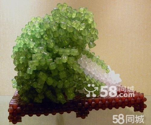 且编织所使用的亚克力珠子的色泽和质量都是无可挑剔的.