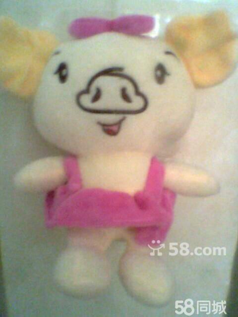 可爱的邻家女孩,戴着粉红色的小兔帽子和穿着粉红色