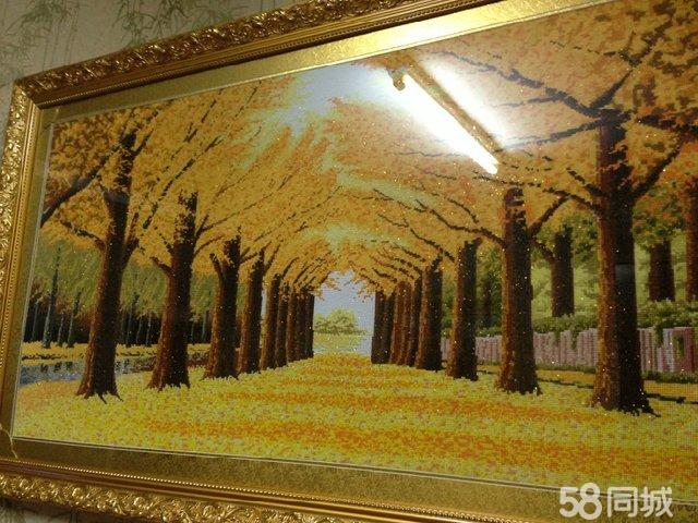 黄金满地代表着收收获,遍地金黄,寓意吉祥,构图精美,即可悬挂于客厅