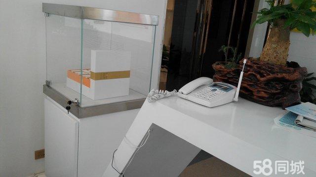 出售全新前台,吧台带柜子,白色,自己定做实木的,高端大气上档次