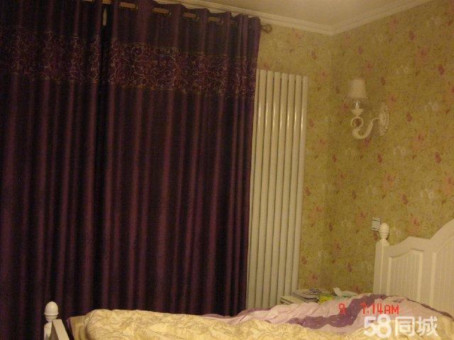 转让紫色厚窗帘及配套纱帘。 厚窗帘是两幅对开的,总宽度5.6米,高度2.5米。颜色:紫色。配古铜色窗帘环。 纱帘是单幅的,宽度3.5米,高度1.75米。颜色:紫色。配挂钩。 紫色厚窗帘镶上金色滚边和欧式花纹非常高贵,上面若隐若现的树叶纹理和纱帘上的树叶图案相得益彰。而且遮光效果异乎寻常的好,拉上以后即使再强烈的阳光也透不进来。纱帘上面的树叶图案很高雅,紫色薄沙挂在居室里面非常浪漫。 厚窗帘转让价格650元。纱帘转让价格150元。 下面的照片一张是白天拍的,一张是晚上开灯拍的。