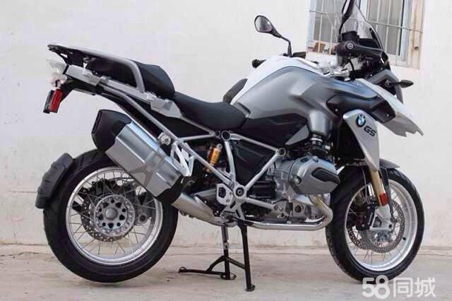 大众途观大战宝马GS水鸟摩托车视频