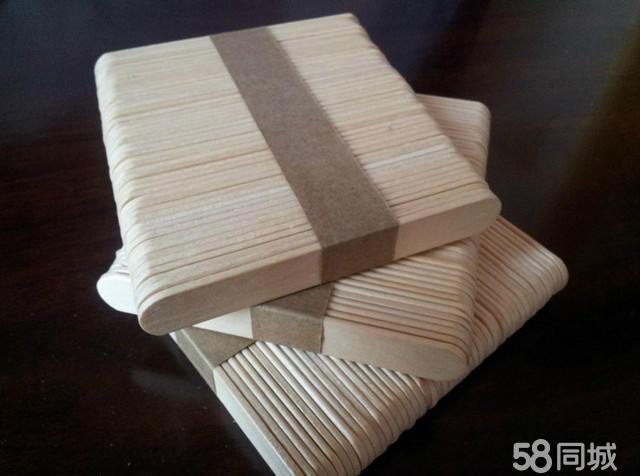 淘宝连接 http://item.taobao.com/item.htm?spm=686.1000925.1000774.57.r1RCWE&id=36427589344 雪糕棒作为DIY新型的手工材料,除一目了然的优点-环保外,其制作工艺简单无须高深的塑型能力,只要通过我们的双手把它拼粘在一起,一件崭新的居室艺术品、写字台上的笔筒、CD架、墙上的像框、纸巾合等在您的双手中诞生,更重要的是冰棍棒是培养青少年塑型能力的绝好材料。
