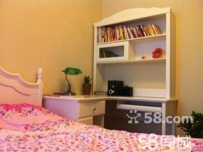 出售双人床,四门衣柜,电脑桌书架一体式桌子等