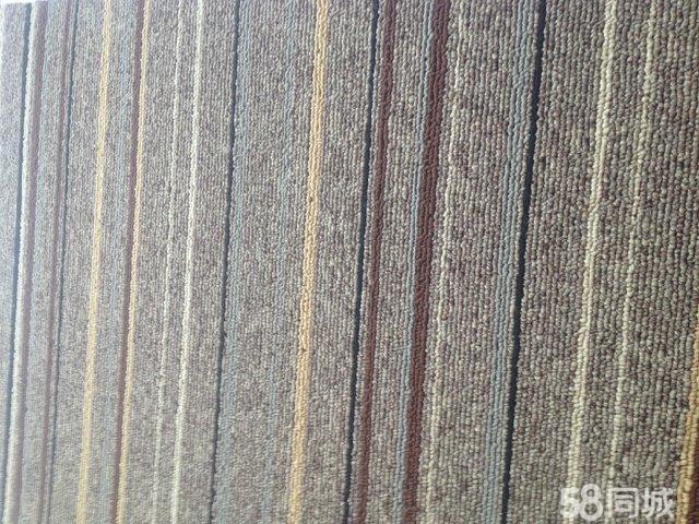 浅咖啡色花纹地毯
