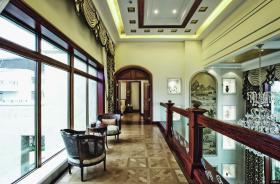 古典欧式豪华别墅楼梯平台装修图片