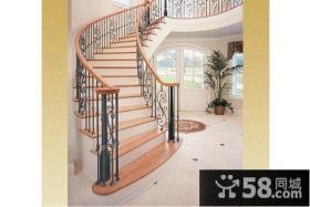 复式客厅铁艺旋转楼梯效果图