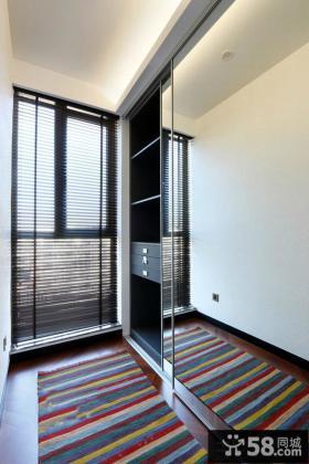 现代家装阳台隔断玻璃门图片