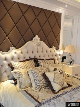 现代温馨卧室床头软包背景墙装修