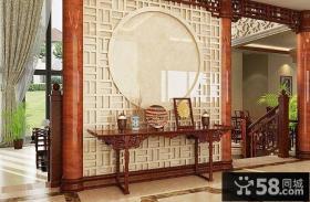 中式古典风格进门正对玄关设计效果图