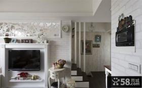 复式楼客厅电视背景墙装修效果图