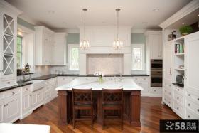 半开放式家庭厨房装修图片