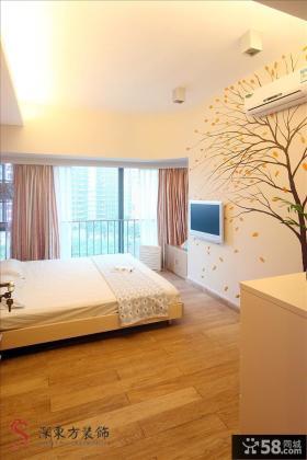 现代70平米二居卧室彩绘电视背景墙装修效果图