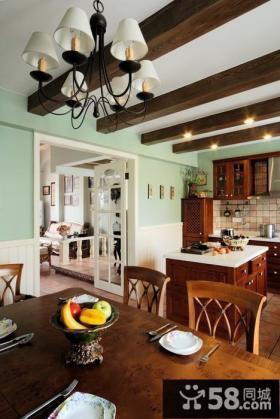 美式乡村风格厨房餐厅一体装修效果图