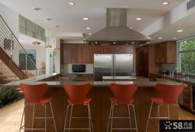 复式楼红色厨房吧台装修效果图