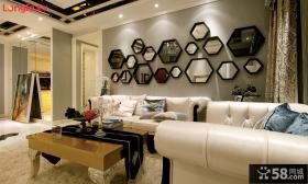 现代风格客厅沙发镜面背景墙装修效果图