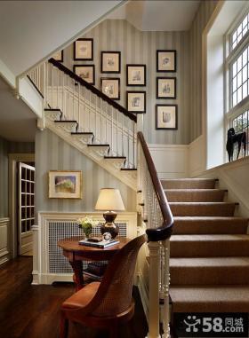 别墅楼梯间照片墙效果图