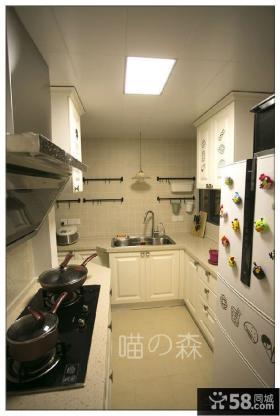 小厨房装修U型橱柜效果图