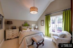 斜顶阁楼卧室装饰设计图