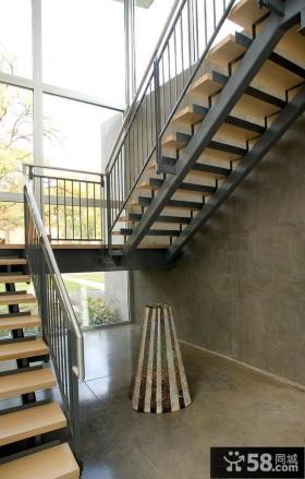 日式家庭鋼木樓梯裝修圖片
