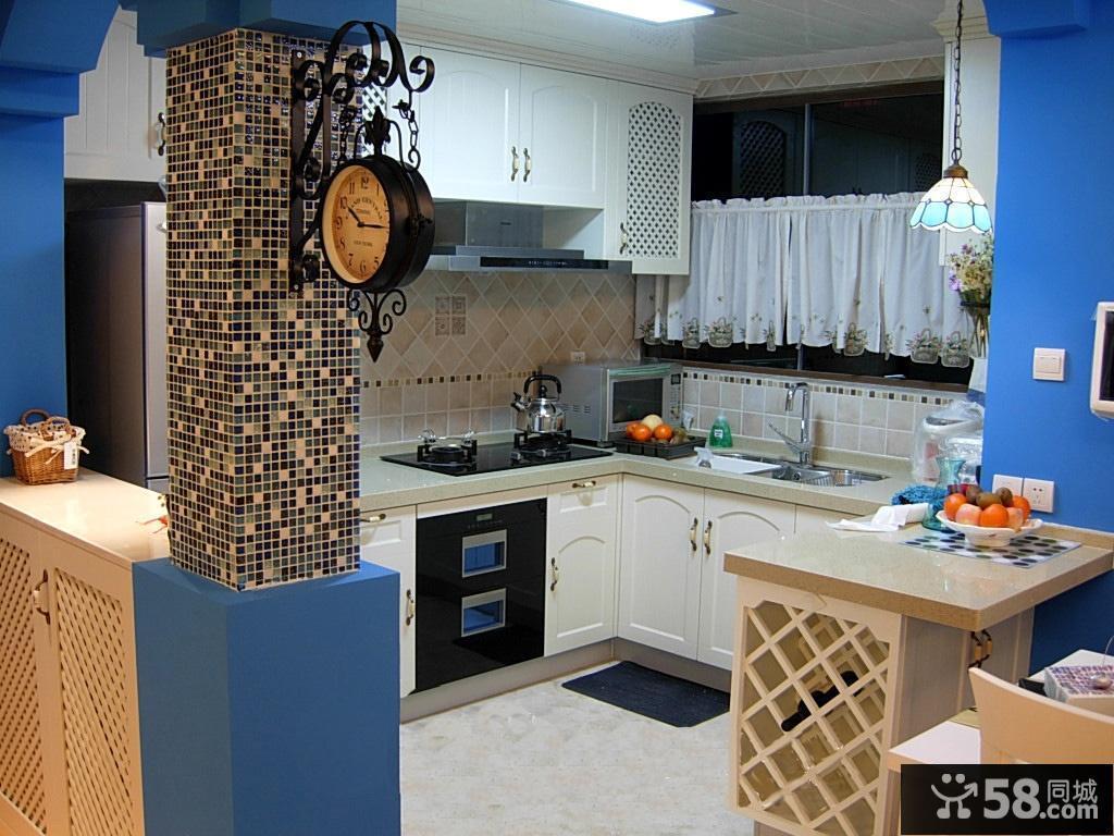 地中海风格半开放式厨房装修效果图