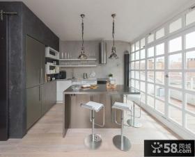 北欧风格吧台式厨房装修