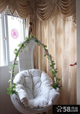 婚房阳台单人秋千椅图片