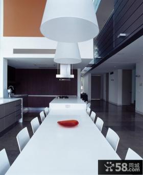 极简主义别墅大餐桌图片