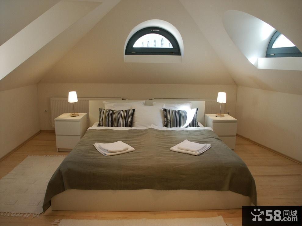 小户型斜顶阁楼卧室装修效果图