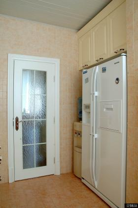 美式田园风格卫生间磨砂玻璃门装修