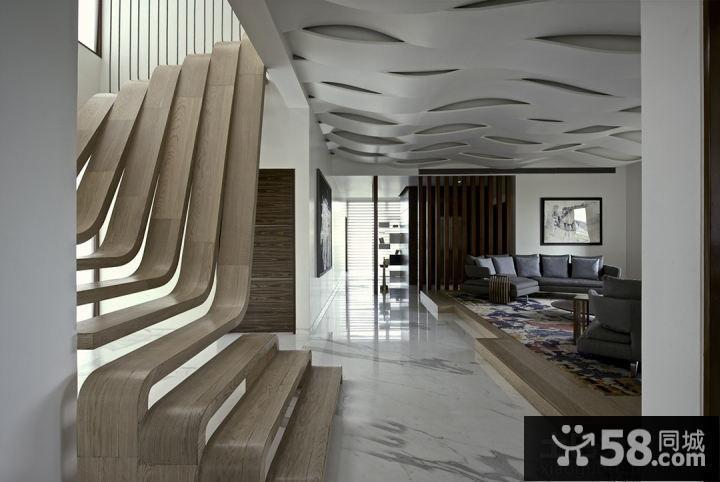 loft户型创意客厅吊顶装修效果图
