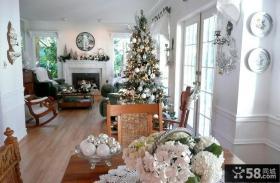 别墅客厅圣诞树装饰图片