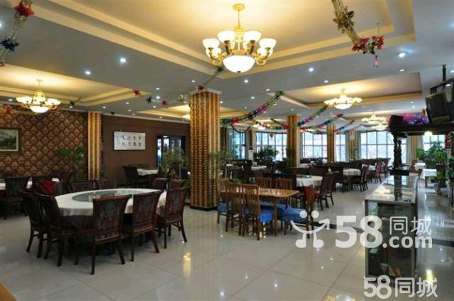 另有惊喜赠送,欢迎来电咨询!!! 北京双源汇度假村位于国家AAAA级风景区-----慕田峪长城环岛附近,占地面积10万平方米,拥有各式客房80余间、不同规格会议室5个、项目齐全的休闲娱乐设施,可同时容纳155人住宿、用餐、会议、娱乐。是您会议、旅游、休闲、养生的较佳选择! 北京双源汇度假村可满足广大旅游度假客人的高标准要求。丰富的餐饮娱乐场所为客人提供了休闲的好去处,风味餐厅,农家菜餐厅等。度假村是集客房、餐饮、娱乐、大型会议中心、大型年会为一体的星级度假村! 客房: 北京双源汇度假村客房共70余间,有不