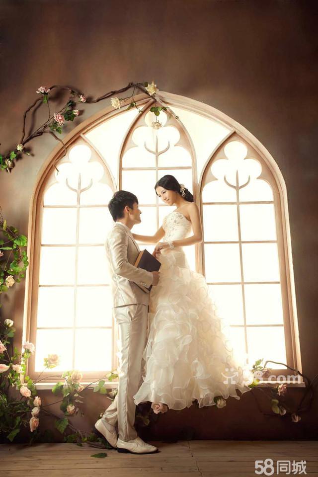 欧式窗户婚纱背景