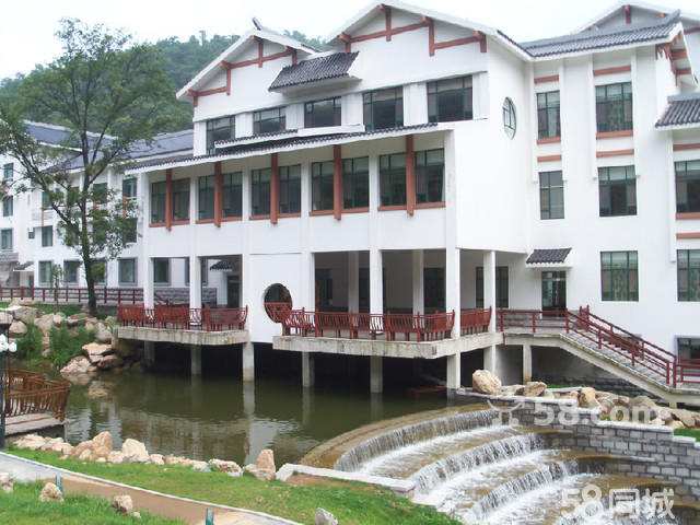 商品详情 东镇御苑是位于沂山风景区内的一家豪华商务度假酒店,由潍坊