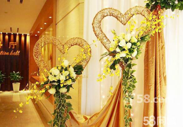 欧式婚礼金色翅膀