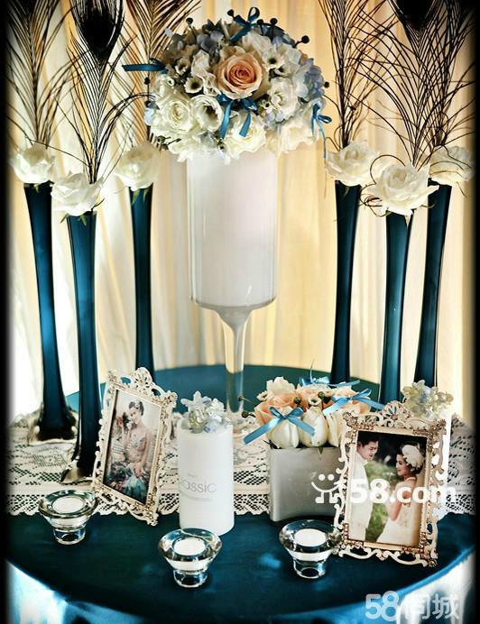 花瓣装饰提供升降式精美海报架一个  仪式区提供欧式创意豪华星幔