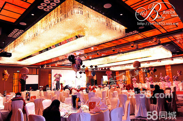 桌花,蛋糕台,香槟台,迎宾架,迎宾区,相册相架区布置等,婚礼大屏幕策划
