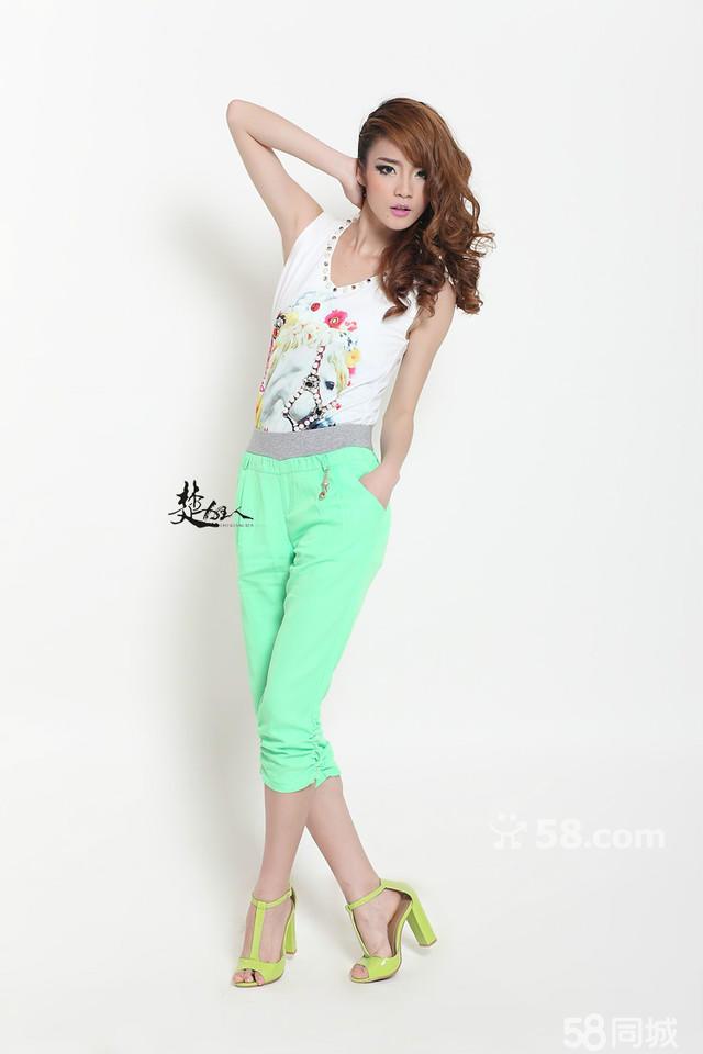 欧美风格女装拍摄 室内白色纯色背景时尚棚内裤