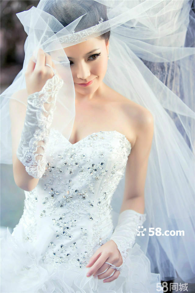 青岛圣伊维斯婚纱摄影2013火热预定中.