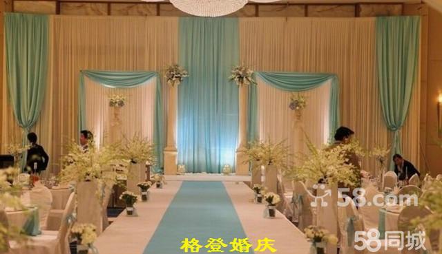 婚礼现场布置: * 提供舞台欧式绢花大背景布置(6*3米或8*4米) *