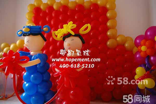 派送礼物包括气球编织的各种动物